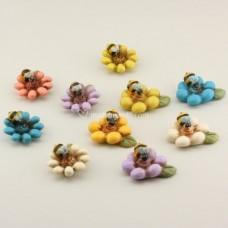 Apina su fiore magnete
